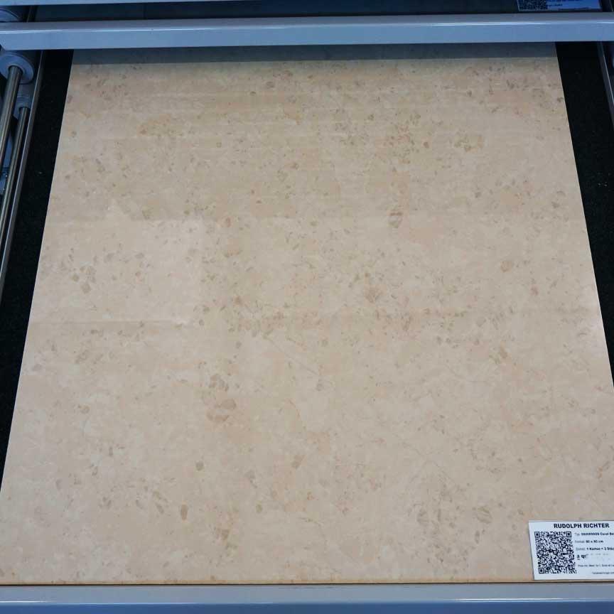 """Onyx-Optik Fliesen HEIDOS """"Coral Beige"""" im Format 80x80cm mit einer polierten Oberfläche (in unserer Fliesenausstellung in Essen im Ruhrgebiet)"""