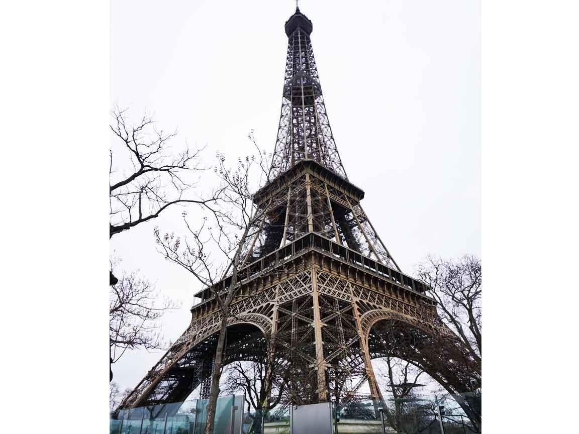 Was wäre der Eiffelturm in Paris ohne seine berühmte Stahlstruktur ? ein gewöhnliches Gebäude / ein hässlicher Schornstein in der französichen Hauptstadt