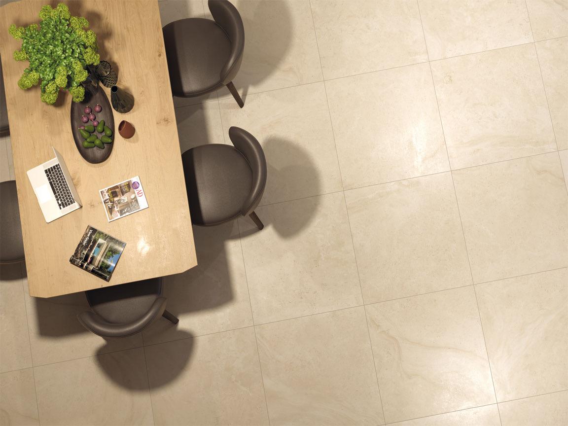 Diese Bourgogne-Naturstein-Imitation im Format 60x60cm und 60x120cm strahlt eine gemütliche Wärme im Homeoffice aus